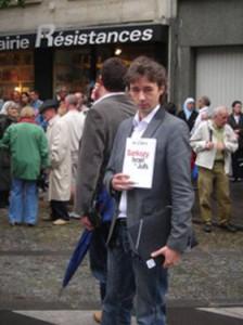 Me Bastardi-Baumont avocat de Blanrue et Faurisson posant devans la librairie